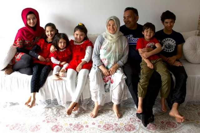 https: img-k.okeinfo.net content 2019 10 29 18 2123190 cerita-keluarga-afghanistan-bersembunyi-di-dalam-truk-demi-diselundupkan-masuk-ke-eropa-b5Q2uQ81Bl.jpg