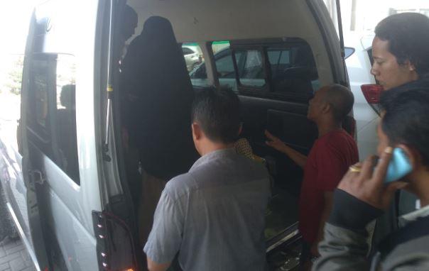 https: img-k.okeinfo.net content 2019 10 29 609 2122933 penumpang-lion-air-tujuan-surabaya-meninggal-di-bandara-hasanuddin-NqadVdEOQS.JPG