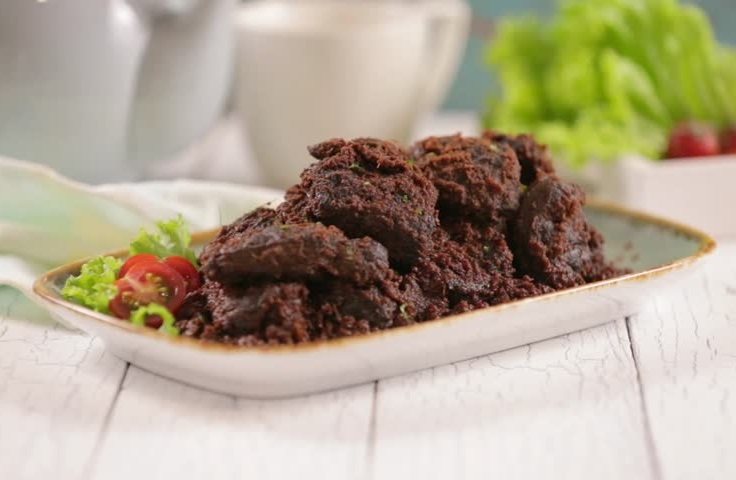 https: img-k.okeinfo.net content 2019 10 30 298 2123707 jadi-makanan-terlezat-di-dunia-chef-asal-malaysia-akui-rendang-asli-indonesia-1Ks2MMySzC.jpg