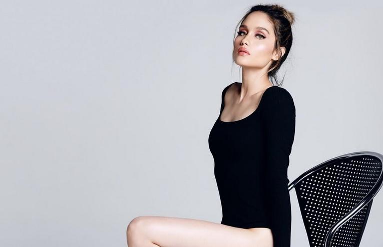 https: img-k.okeinfo.net content 2019 10 31 194 2124160 seksinya-cinta-laura-berbalut-bodysuit-pamer-paha-dan-kaki-jenjang-bak-supermodel-a64FntOOQC.jpg