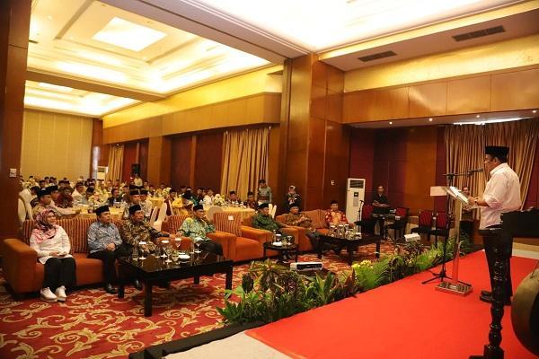 https: img-k.okeinfo.net content 2019 10 31 614 2123920 menag-fachrul-razi-serukan-berdoa-pakai-bahasa-indonesia-di-masjid-deWb78SWSC.jpg
