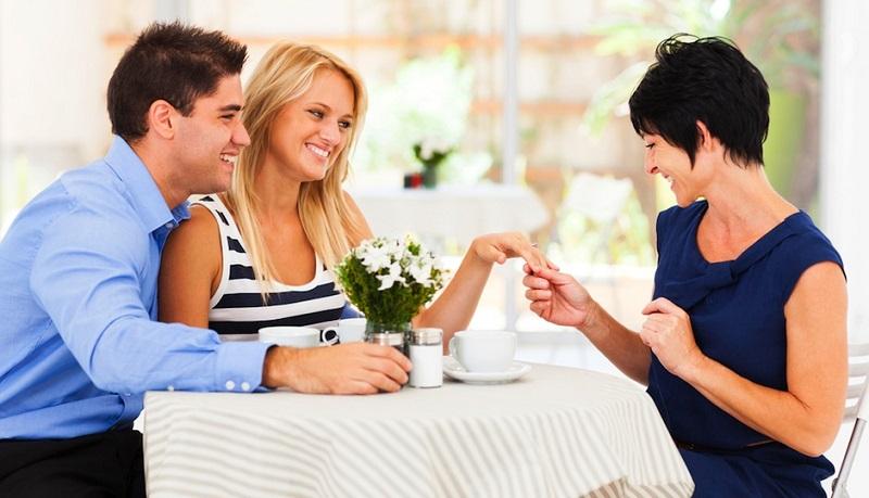 https: img-k.okeinfo.net content 2019 11 01 196 2124567 cara-jitu-luluhkan-calon-mertua-saat-menyiapkan-pesta-pernikahan-kLx7GB9l56.jpg