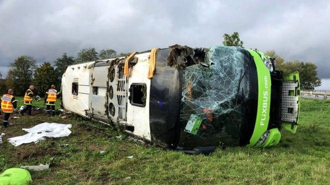 https: img-k.okeinfo.net content 2019 11 04 18 2125309 kecelakaan-bus-di-prancis-33-orang-terluka-ocHDltPzFH.jpg