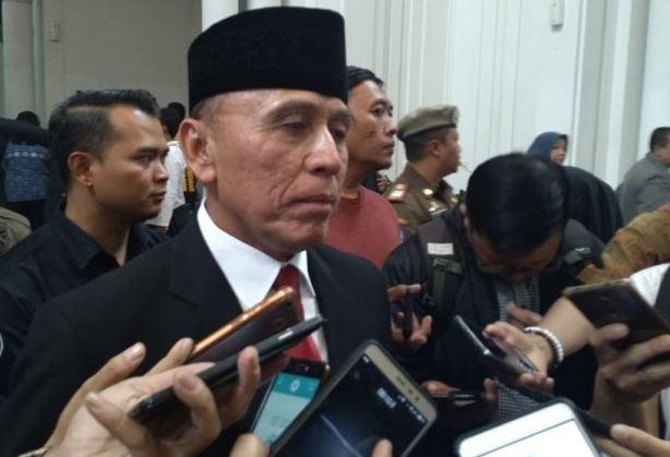 https: img-k.okeinfo.net content 2019 11 04 337 2125438 polri-harap-iwan-bule-mampu-berangus-mafia-sepakbola-indonesia-vLd4sPdnVu.JPG