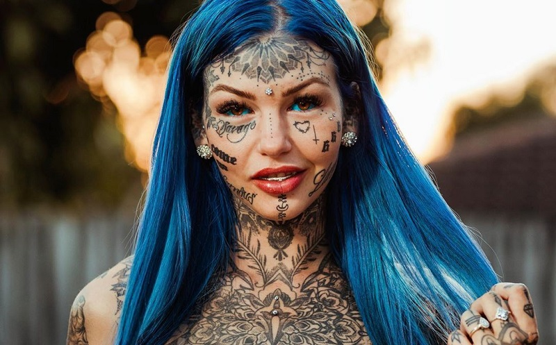 https: img-k.okeinfo.net content 2019 11 04 481 2125726 nekat-tato-bola-mata-wanita-ini-buta-tiga-minggu-PA1ZkdJ6GA.jpg