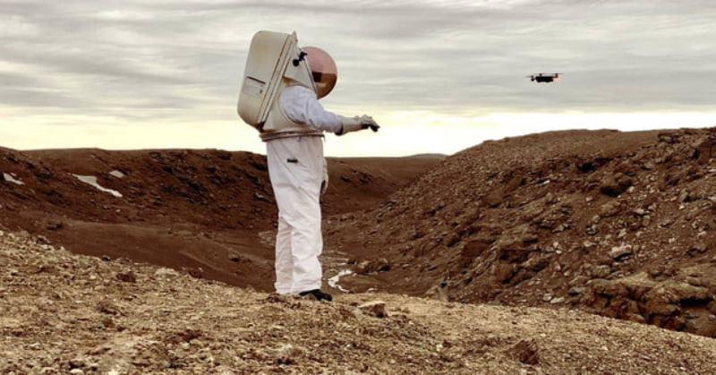 https: img-k.okeinfo.net content 2019 11 04 56 2125497 astronot-masa-depan-gunakan-drone-bantu-jelajah-mars-QC74kc04tY.jpg