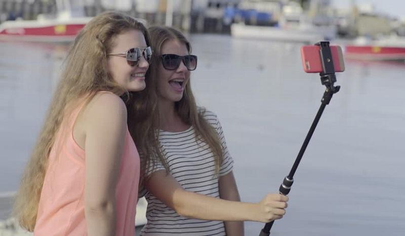 https: img-k.okeinfo.net content 2019 11 04 612 2125450 5-negara-ini-buat-aturan-larangan-selfie-doTvACRDur.jpg