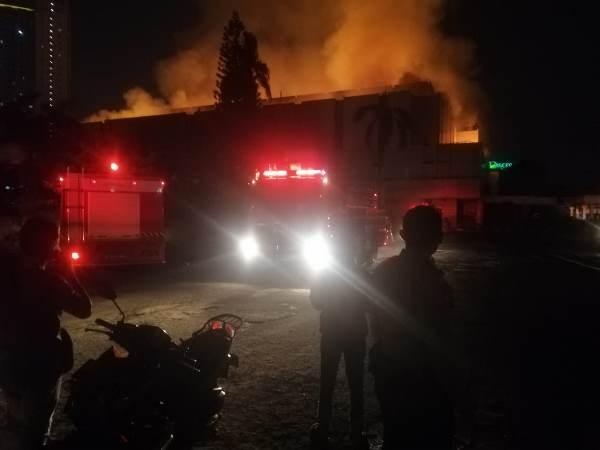https: img-k.okeinfo.net content 2019 11 05 338 2125760 kebakaran-hanguskan-gedung-hailai-ancol-BR6tArRaiZ.jpg