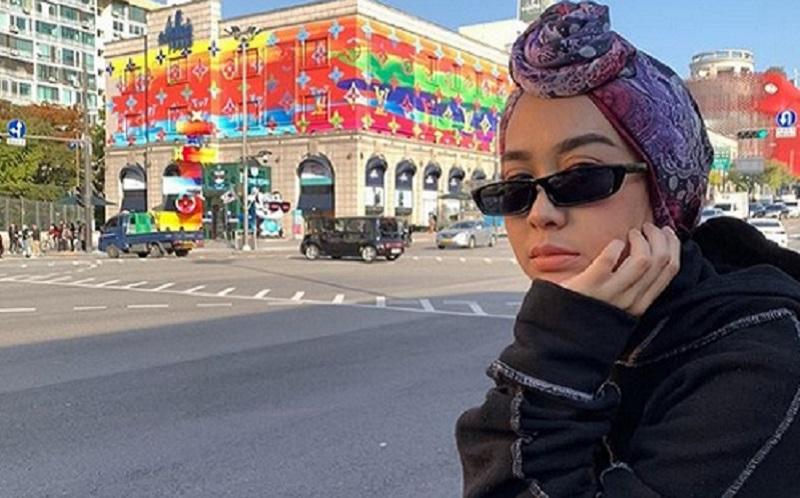 https: img-k.okeinfo.net content 2019 11 05 617 2125878 4-gaya-hijab-turban-ala-selebgram-intan-khasanah-coba-yuk-f89bb42GCo.jpg