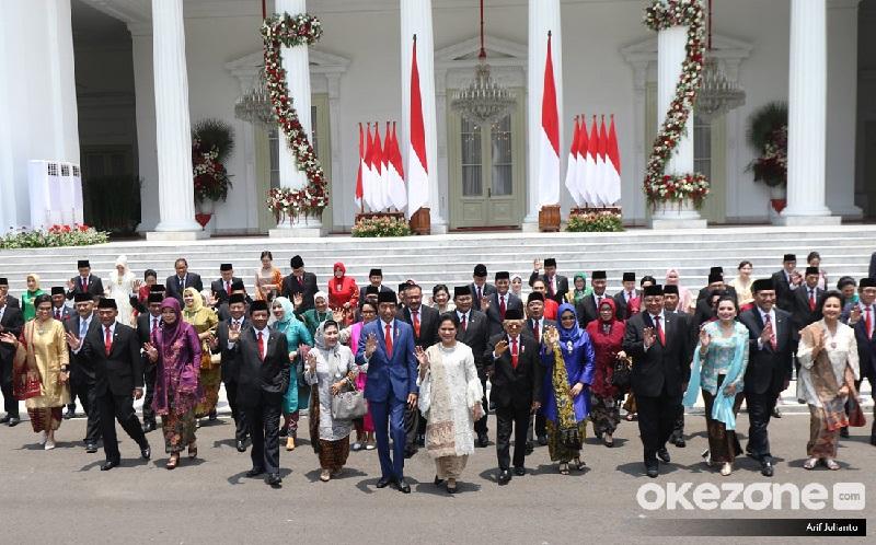 https: img-k.okeinfo.net content 2019 11 06 207 2126360 intip-akun-instagram-dan-twitter-para-menteri-kabinet-indonesia-maju-GLruK2Ky3l.jpg