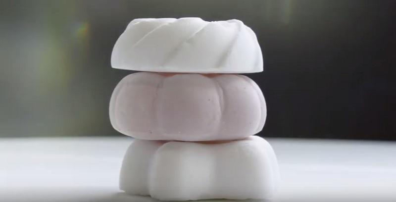 https: img-k.okeinfo.net content 2019 11 06 298 2126470 berat-cuma-1-gram-inilah-dessert-teringan-di-dunia-5jOMPTCyCR.jpg