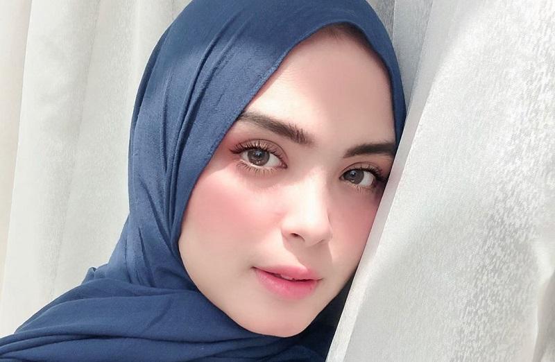 https: img-k.okeinfo.net content 2019 11 06 33 2126500 berhijab-vebby-palwinta-sempat-takut-dijauhi-teman-N1uTgnW0Mk.jpg