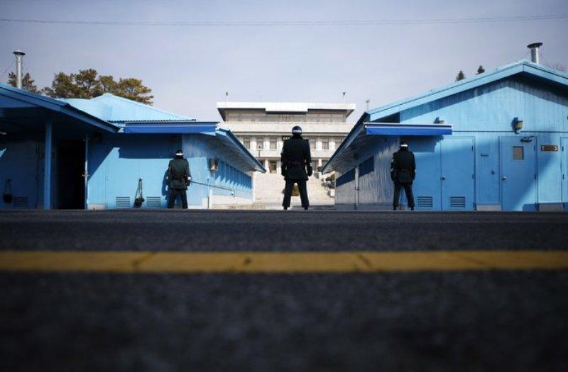https: img-k.okeinfo.net content 2019 11 07 18 2126969 korea-selatan-usir-dua-pria-korea-utara-atas-pembunuhan-16-nelayan-uvozTt3O9j.jpg