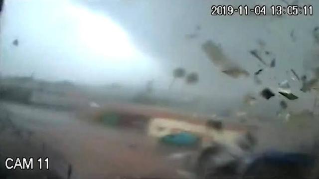 https: img-k.okeinfo.net content 2019 11 08 18 2127467 tornado-hancurkan-pabrik-minyak-zaitun-terekam-kamera-M9MDwvkg48.jpg