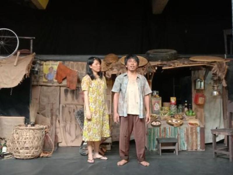 https: img-k.okeinfo.net content 2019 11 08 206 2127452 pentas-ke-159-teater-koma-hadirkan-para-aktor-kawakan-MJxJtAkBqb.jpg