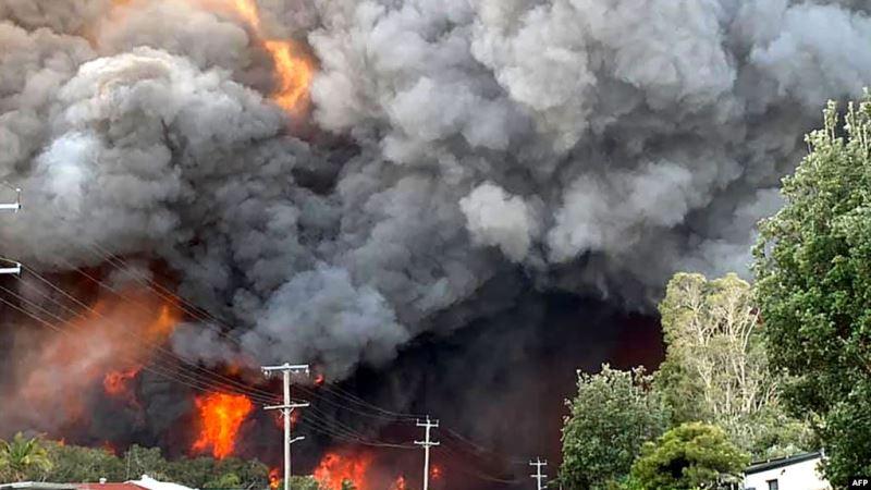 https: img-k.okeinfo.net content 2019 11 10 18 2127932 kebakaran-hutan-di-australia-2-orang-tewas-dan-150-rumah-hancur-jT2ESoFe9Z.jpg