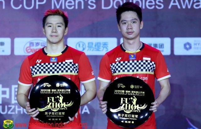 https: img-k.okeinfo.net content 2019 11 10 40 2128096 puasnya-marcus-kevin-pertahankan-gelar-fuzhou-china-open-2019-Hq6FKBbR0k.jpg