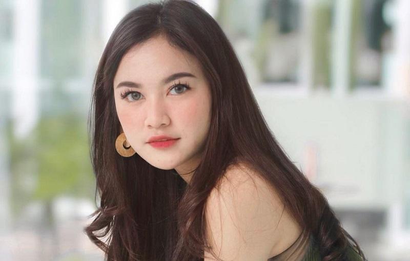 https: img-k.okeinfo.net content 2019 11 12 194 2128829 5-potret-cantik-mahalini-pakai-crop-top-kontestan-indonesian-idol-dan-calon-dokter-gigi-IosTOawHJH.jpg