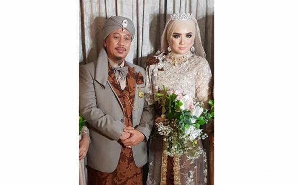 https: img-k.okeinfo.net content 2019 11 13 33 2129470 ditanya-soal-poligami-begini-reaksi-istri-opick-Cr2L4iYMX5.jpg