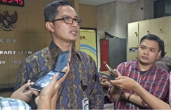 https: img-k.okeinfo.net content 2019 11 14 337 2129890 kpk-telisik-komunikasi-antara-legislator-sumut-akbar-himawan-wali-kota-medan-KwUGRvW3tX.JPG