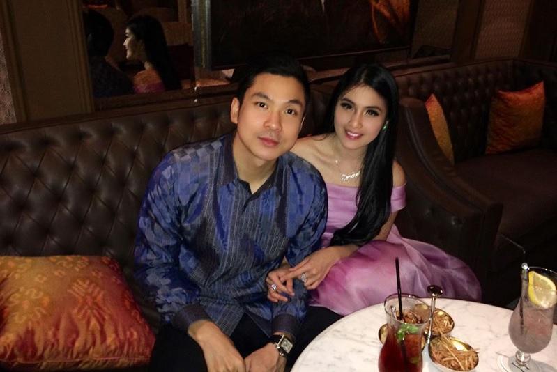 https: img-k.okeinfo.net content 2019 11 15 33 2130181 cerita-perkenalan-dengan-suami-sandra-dewi-ternyata-ngemis-ke-daniel-mananta-BqXElMkBLM.jpg