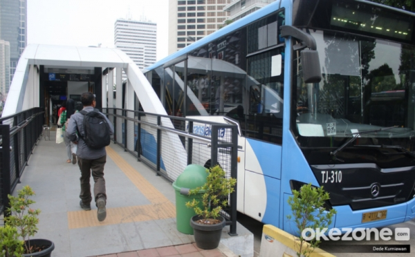 https: img-k.okeinfo.net content 2019 11 15 338 2130135 tampilkan-iklan-tak-senonoh-di-transjakarta-59-bus-zhongtong-dikandangkan-FEGFIPHOWt.jpg