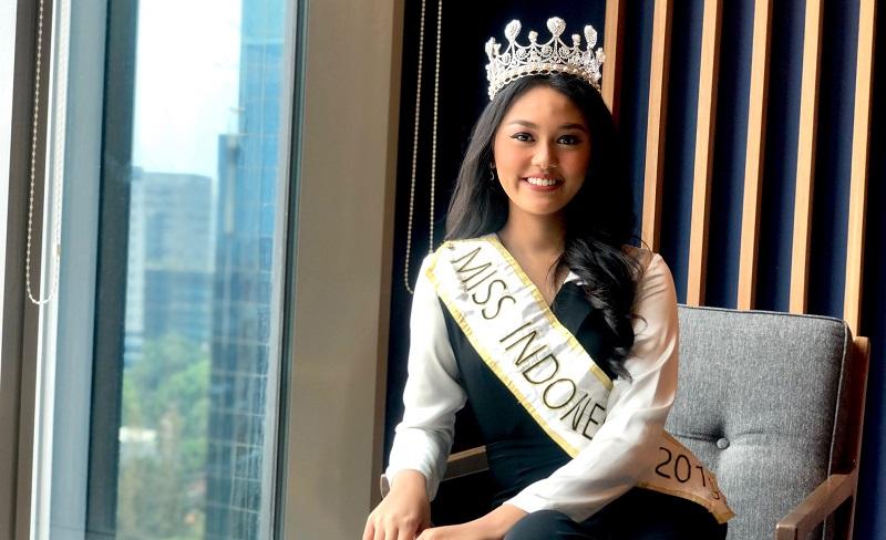 https: img-k.okeinfo.net content 2019 11 15 612 2130300 akan-bertanding-di-miss-world-princess-megonondo-ungkap-pentingnya-peran-keluarga-y0v0OVaX6h.jpg
