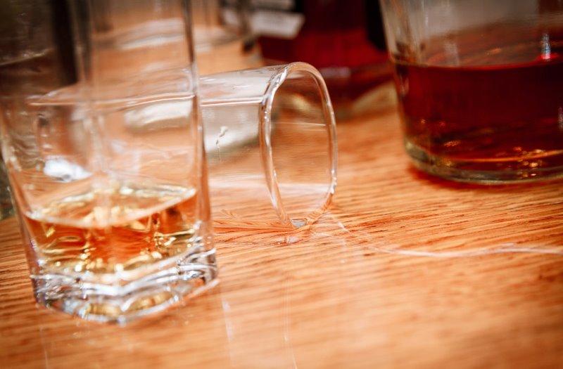 https: img-k.okeinfo.net content 2019 11 16 18 2130722 lima-tewas-di-pesta-pernikahan-china-setelah-minum-anggur-dioplos-alkohol-industri-86XYezMO6r.jpg