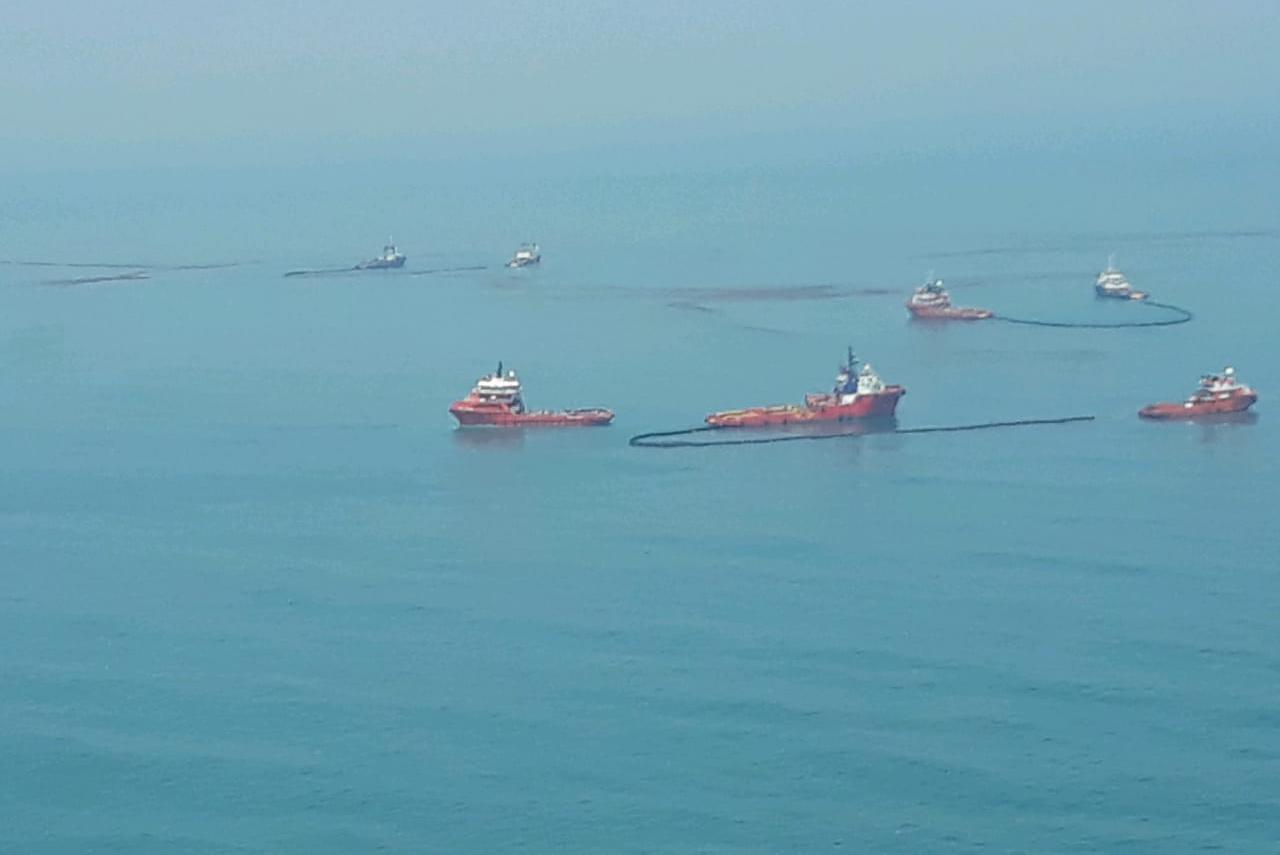 https: img-k.okeinfo.net content 2019 11 16 525 2130587 tumpahan-minyak-pertamina-kembali-cemari-pantai-utara-karawang-Bp0mtnkxom.jpeg