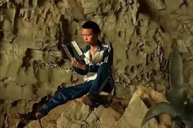 https: img-k.okeinfo.net content 2019 11 17 612 2130976 obsesi-dengan-novel-wuxia-remaja-ini-rela-tinggal-di-gunung-untuk-bela-diri-dan-kisahnya-viral-EF4plR6sjd.jpg