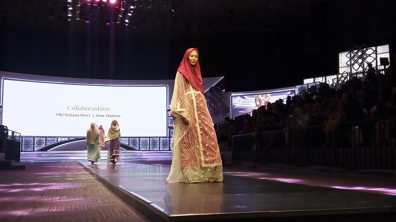 https: img-k.okeinfo.net content 2019 11 17 617 2130978 oki-setiana-dewi-rancang-baju-syari-untuk-perempuan-muslimah-zaman-now-p4EDJpikxd.jpg