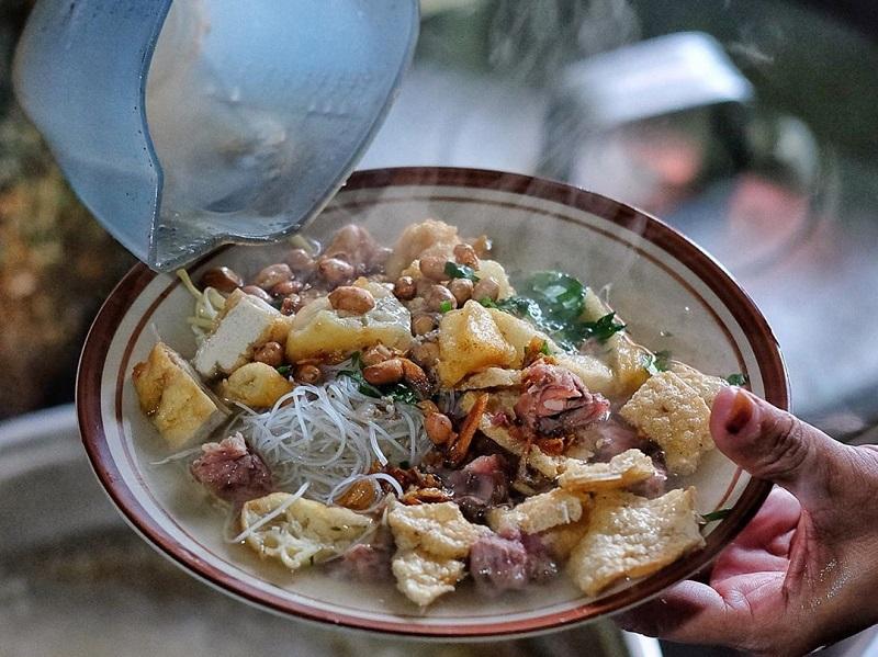 https: img-k.okeinfo.net content 2019 11 20 298 2132402 6-kuliner-khas-solo-dengan-cita-rasa-yang-khas-dan-eksotis-55NX3EDI2A.jpg
