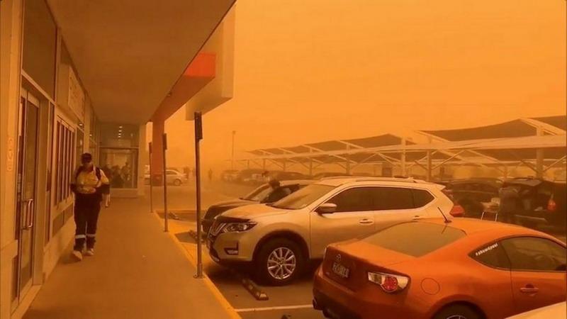 https: img-k.okeinfo.net content 2019 11 21 18 2132868 badai-debu-dahsyat-ubah-langit-kota-australia-jadi-oranye-qg9SepbafW.jpg