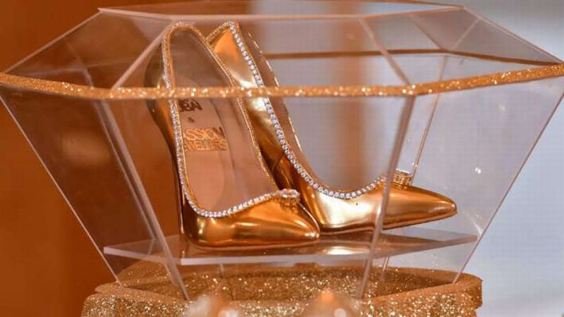 https: img-k.okeinfo.net content 2019 11 21 320 2132724 intip-high-heels-berlapis-emas-dan-bertabur-berlian-seharga-rp239-miliar-SfFfMz58RG.jpg