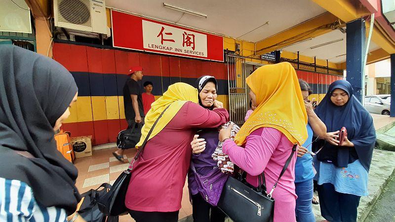 https: img-k.okeinfo.net content 2019 11 21 337 2132916 ibu-bersama-5-anaknya-terlantar-di-hutan-malaysia-setelah-suaminya-meninggal-dunia-nTEamMemRg.jpg