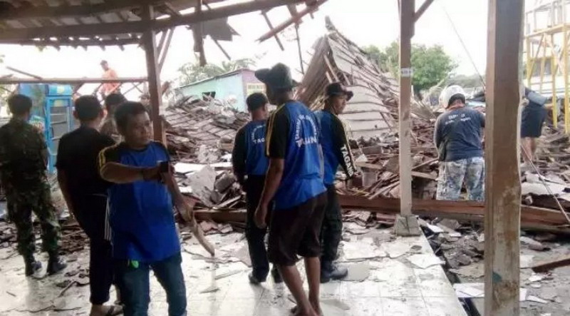https: img-k.okeinfo.net content 2019 11 21 512 2132470 viral-siswa-smk-berjibaku-selamatkan-korban-reruntuhan-aula-sekolah-YAcmkfWSut.jpg