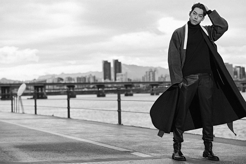 https: img-k.okeinfo.net content 2019 11 22 33 2133097 cincin-kim-woo-bin-di-blue-dragon-awards-curi-perhatian-netizen-842kRbxCw9.jpg