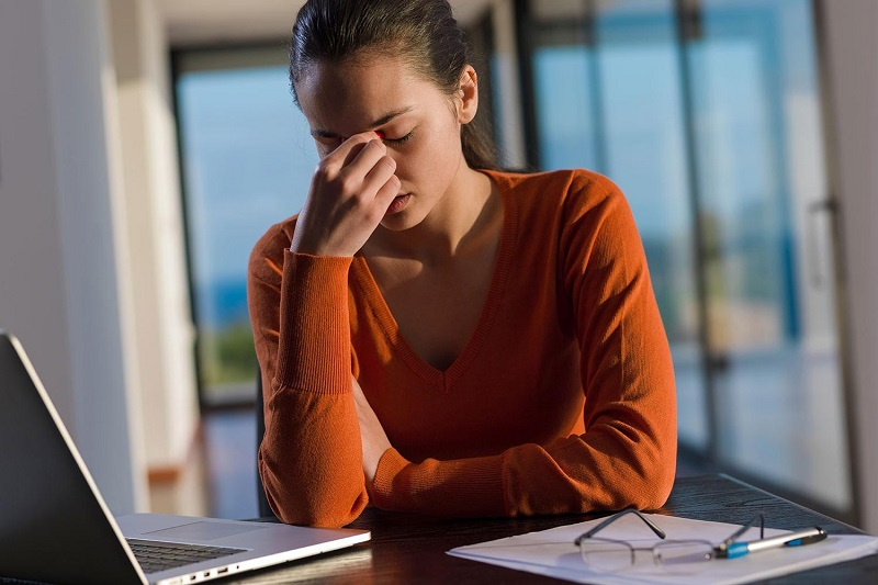 https: img-k.okeinfo.net content 2019 11 22 481 2133218 wanita-lebih-sering-baper-waspada-risiko-depresi-meningkat-FbxLxgEW1z.jpg