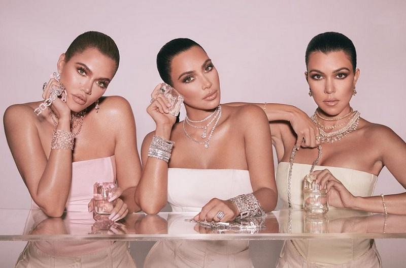 https: img-k.okeinfo.net content 2019 11 25 194 2133921 cincin-kim-kardashian-di-foto-ini-ramai-diperbincangkan-kenapa-ya-Rw2QHOP6ln.jpg