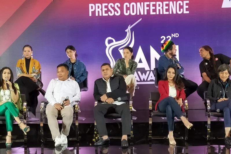 https: img-k.okeinfo.net content 2019 11 25 205 2134291 malam-puncak-ami-awards-2019-usung-konsep-musik-bahasa-dunia-QjOzu5BiXu.jpg