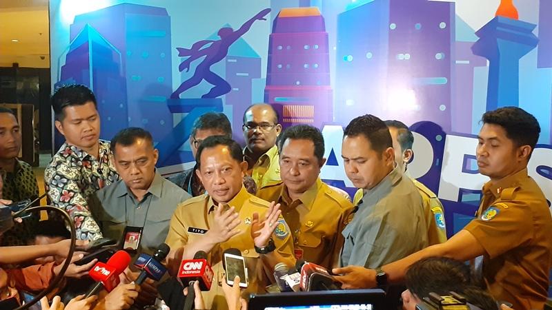 https: img-k.okeinfo.net content 2019 11 26 337 2134665 mendagri-politik-indonesia-stabil-setelah-01-02-bergabung-tinggal-212-saja-73rePXZKMD.jpg