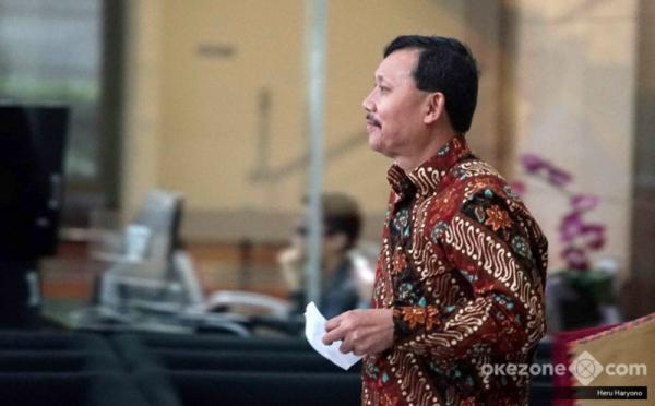 https: img-k.okeinfo.net content 2019 11 26 337 2134738 kpk-perpanjang-penahanan-sekda-jabar-nonaktif-iwa-karniwa-DAIhIrX9m0.jpg