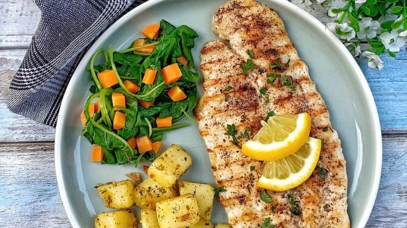 https: img-k.okeinfo.net content 2019 11 27 298 2135276 reseo-olahan-ikan-lezat-grilled-dori-fish-dan-oseng-teri-kentang-kEnwqBaOn7.jpg