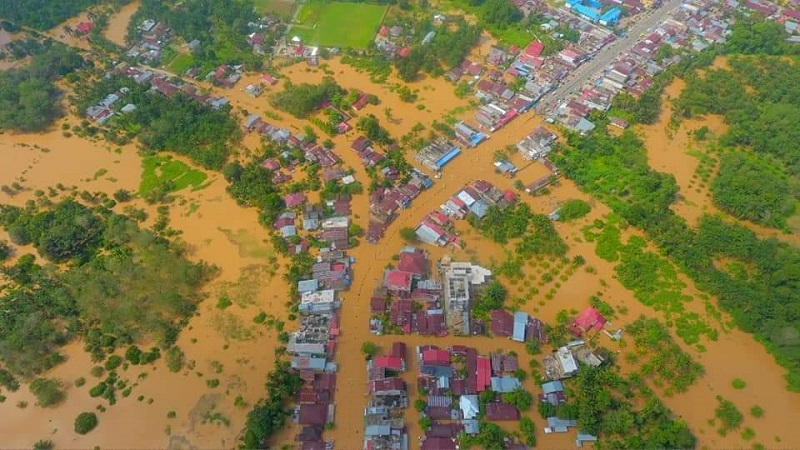 https: img-k.okeinfo.net content 2019 11 27 340 2134903 7-kecamatan-di-rokan-hulu-riau-terendam-banjir-xQOY6b5lKp.jpg