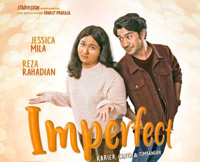 https: img-k.okeinfo.net content 2019 11 29 206 2135955 sinopsis-film-imperfect-karier-cinta-timbangan-7ovxRVAQJT.jpg