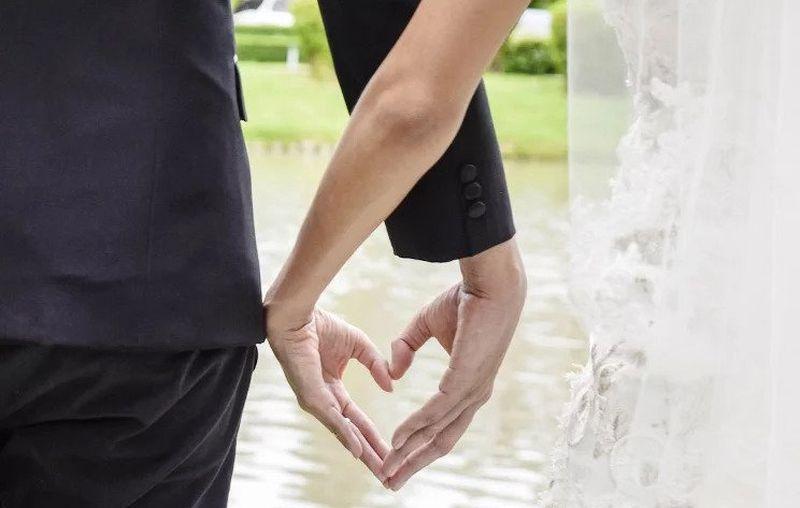 https: img-k.okeinfo.net content 2019 11 29 612 2136155 kaget-calon-suaminya-tua-dan-berkulit-gelap-wanita-ini-kabur-di-hari-pernikahannya-DiDu396X3V.jpg