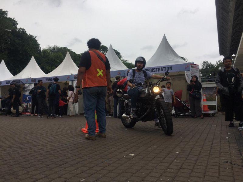 https: img-k.okeinfo.net content 2019 11 30 53 2136443 hari-kedua-iims-motobike-expo-peserta-test-ride-motor-melonjak-tiga-kali-lipat-qnKNbjVXBs.jpg