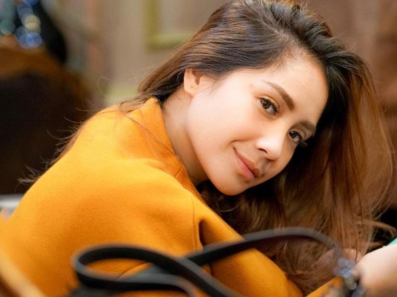https: img-k.okeinfo.net content 2019 12 02 194 2137084 nagita-slavina-pertama-kalinya-ganti-warna-rambut-intip-penampilannya-dNS8fGTauv.jpg
