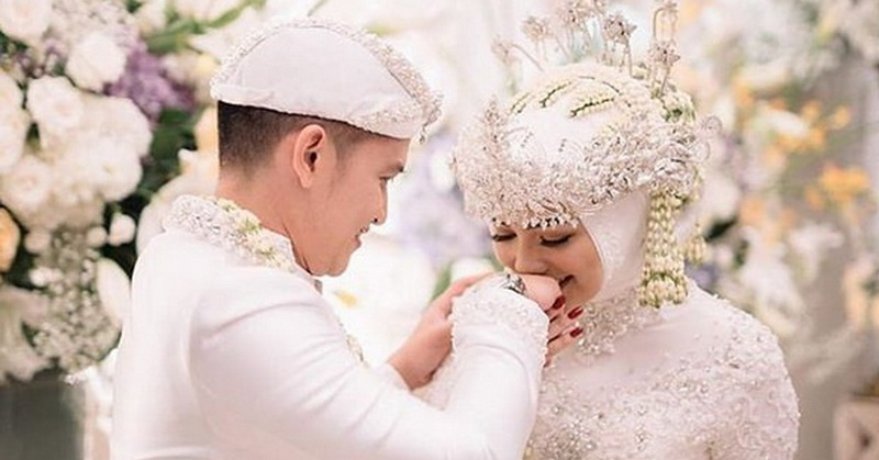 https: img-k.okeinfo.net content 2019 12 02 33 2136763 sah-rezky-aditya-dan-citra-kirana-resmi-menikah-ZLradwodTv.jpg