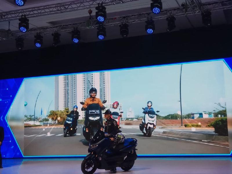 https: img-k.okeinfo.net content 2019 12 02 53 2136938 yamaha-nmax-generasi-terbaru-resmi-mengaspal-di-indonesia-I7V85OvtUm.jpg